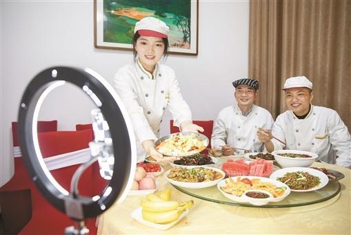 我陪厨师当主播