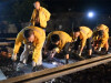 <a href=http://hunan.voc.com.cn/article/201807/201807151706318960.html title=黔张常铁路500人3小时完成铁轨拨接  target=_blank>黔张常铁路500人3小时完成铁轨拨接</a>