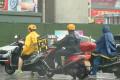 不戴将受罚 摩托车头盔涨价断货