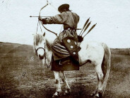 百年前的蒙古族弓箭手:曾让全世界瑟瑟发抖