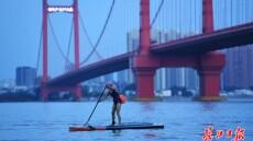 武汉:轻舟水上漂