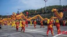 """百龙""""闹""""幕阜 平江举办""""二月二龙抬头""""旅游体育文化节"""