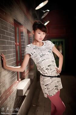 一款节能环保的服装 报纸服图片