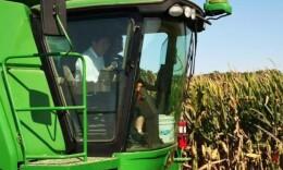 开着农机收玉米,省委书记杜家毫的现代农业情结