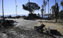 美国加州山火逾千人失踪烧毁1.2万座建筑,目前火势减半
