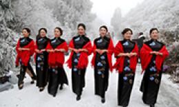冰雪加旗袍更配哦!雪峰山国家森林公园今冬首降雪