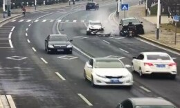 又是逆行!男子驾车逆行接连撞上小车和摩托致2死3伤