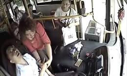 长沙一公交司机突发疾病后紧踩刹车 乘客安全无碍