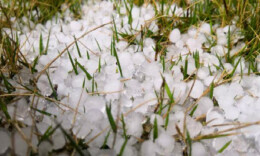 湖南多地遭大風冰雹襲擊,長沙等地降溫超20℃