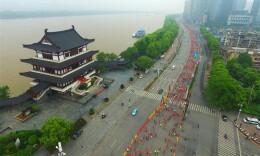 湘江马拉松赛长沙开跑 5000人参赛
