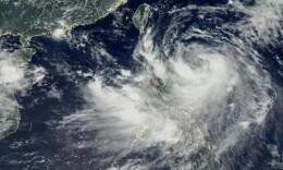 """台风""""白鹿""""来袭湖南等地风雨强劲 海陆空交通受阻"""