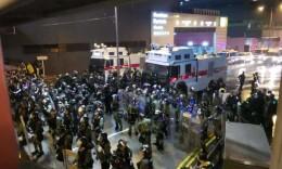香港警方首次出动水炮车