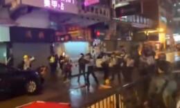 香港警察在生命受威胁下开枪示警,5名警员受伤