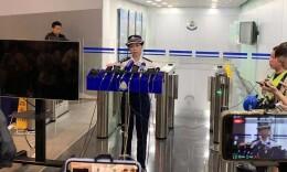 香港警方凌晨紧急召开记者会 25日共有15名警员受伤