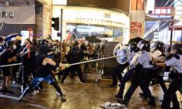 投掷砖头汽油弹、照激光……香港警方拘捕36人