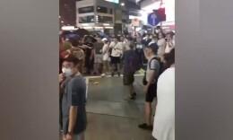 忍無可忍!香港市民圍住暴徒,齊聲痛罵