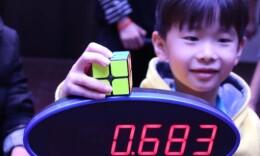 神手速!七歲男孩以0.683秒刷新魔方二階單次中國紀錄