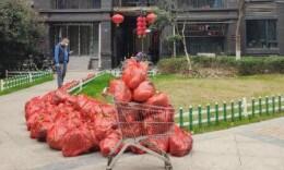 武汉开窗喊话小区已能买到10元菜 喊话者不会被为难