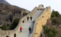 八达岭长城恢复开放第一天被刻字 刻字者正接受调查