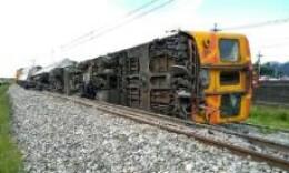 台铁自强号发生出轨事故 幸无人员伤亡