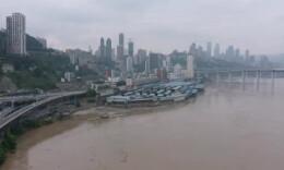 """航拍直击!""""2020嘉陵江第1号洪水""""过境重庆主城"""