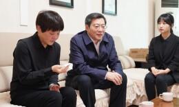 快讯丨杜家毫看望慰问黄诗燕、蒙汉同志家属
