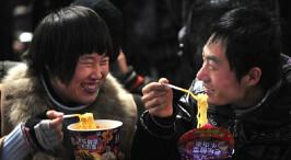 """中国方便面销量大幅下跌 盘点""""面""""中生活"""