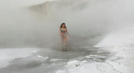 零下38度 俄罗斯市民冬泳玩雪