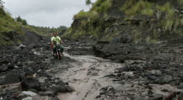 菲律宾:马荣火山附近7万居民被迫撤离
