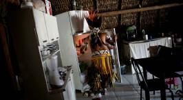 探秘巴西印第安部落 现代文明侵蚀下逐渐同化