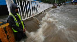 印度孟买遭遇暴雨袭击
