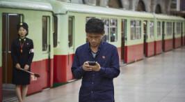 揭秘朝鲜新兴阶层 手握智能机出入高档场所