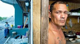 美国棚户区:无家可归的人把盒子帐篷当家