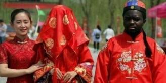 非洲富二代娶中国媳妇 送岳父劳斯莱斯