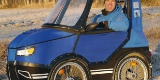 """瑞典推出""""电动四轮单车"""" 酷似小汽车"""