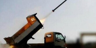 男子竟将货车改装成这样,还能发射导弹