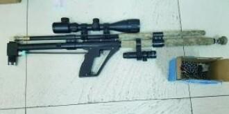 少年组装气枪打玻璃练枪法被警方抓获