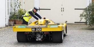 9400万法拉利赛车在英国违章停车被贴条