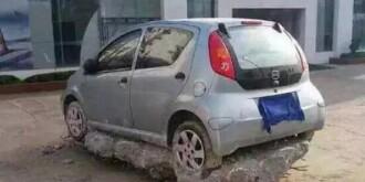 车主因乱停车,底盘被加厚了,好心痛!