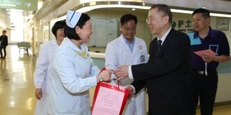 庆祝512护士节医院慰问在岗护士