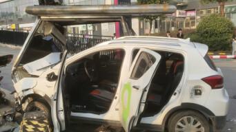 长沙河西一电动汽车撞上电动车,致一死三伤