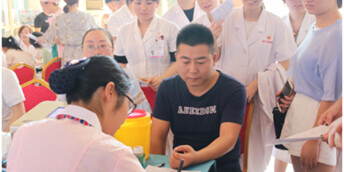 长沙夏季血库缺口大 红十字妇幼医院献血助力