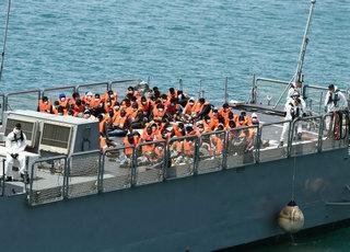 约70名非法移民在马耳他海域获救上岸