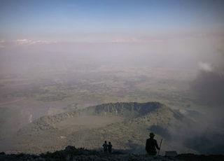 观测火山活动