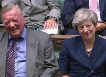 最近 英国政坛因为这事儿吵得不可开交