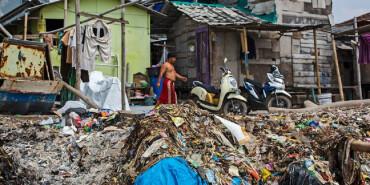 """一个由垃圾和废料构成的""""星球"""":这里是他们的家"""