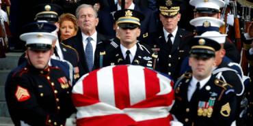 直击前总统老布什国葬现场