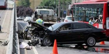司机驾车追尾后逃逸又连撞两人 最终身亡