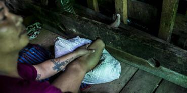 纪实:缅甸海洛因康复中心 令人震惊的戒毒法