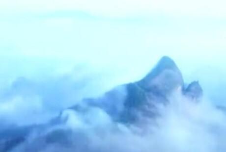 最新航拍�~山六绝 雨雾缥缈仿佛仙境